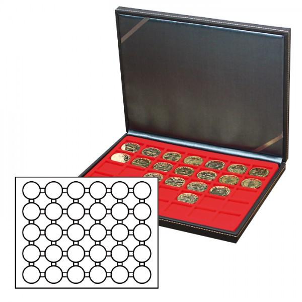 Münzkassette NERA M mit hellroter Münzeinlage mit 30 runden Vertiefungen für Münzkapseln mit Außen-ø 39,5 mm, z.B. für deutsche 20 Euro-/10 Euro-Silbermünzen in LINDNER Münzkapseln